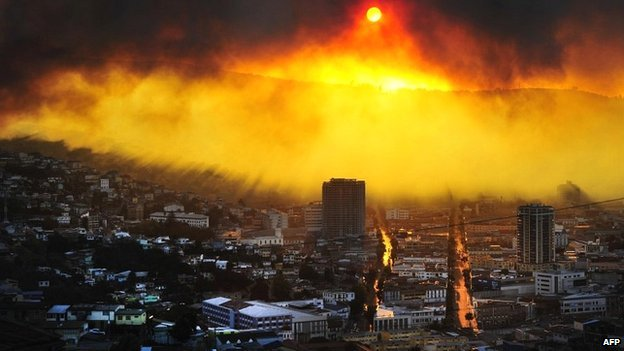 It was an apocalyptic scene as the flames covered the city in a bright glow. (Photo: AFP)