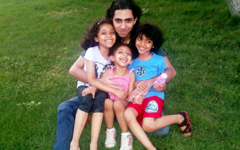 Raif Badawi with his 3 children.
