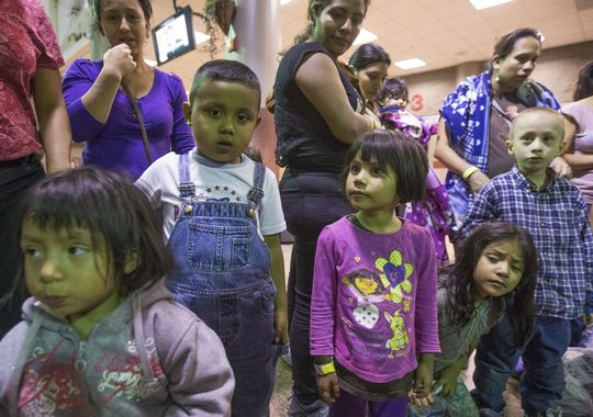 Migrants are released from ICE custody at a Greyhound Bus station in Phoenix May 28, 2014. The Border Patrol says about 400 migrants were flown from Texas to Arizona because of surge in migrants being apprehended in Texas. This group was from Texas.(Photo: Michael Chow/The Republic)