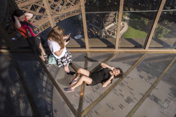 Eiffel-Tower-floor