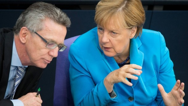 Interior Minister Thomas de Maizière and Chancellor Angela Merkel