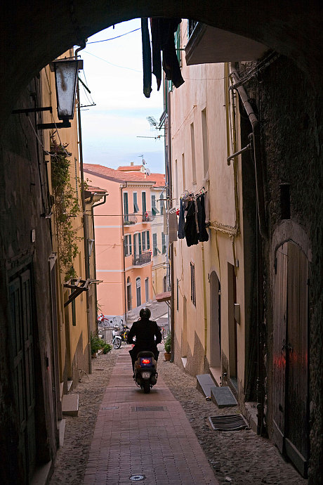 Vespas are ideal in narrow Italian streets (Photo: Alamy)
