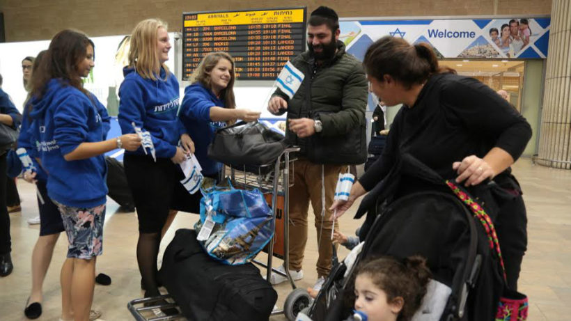 A French Jewish family arrives at Ben Gurion Airport, November 16, 2015. (Daniel Bar-On/Times of Israel)