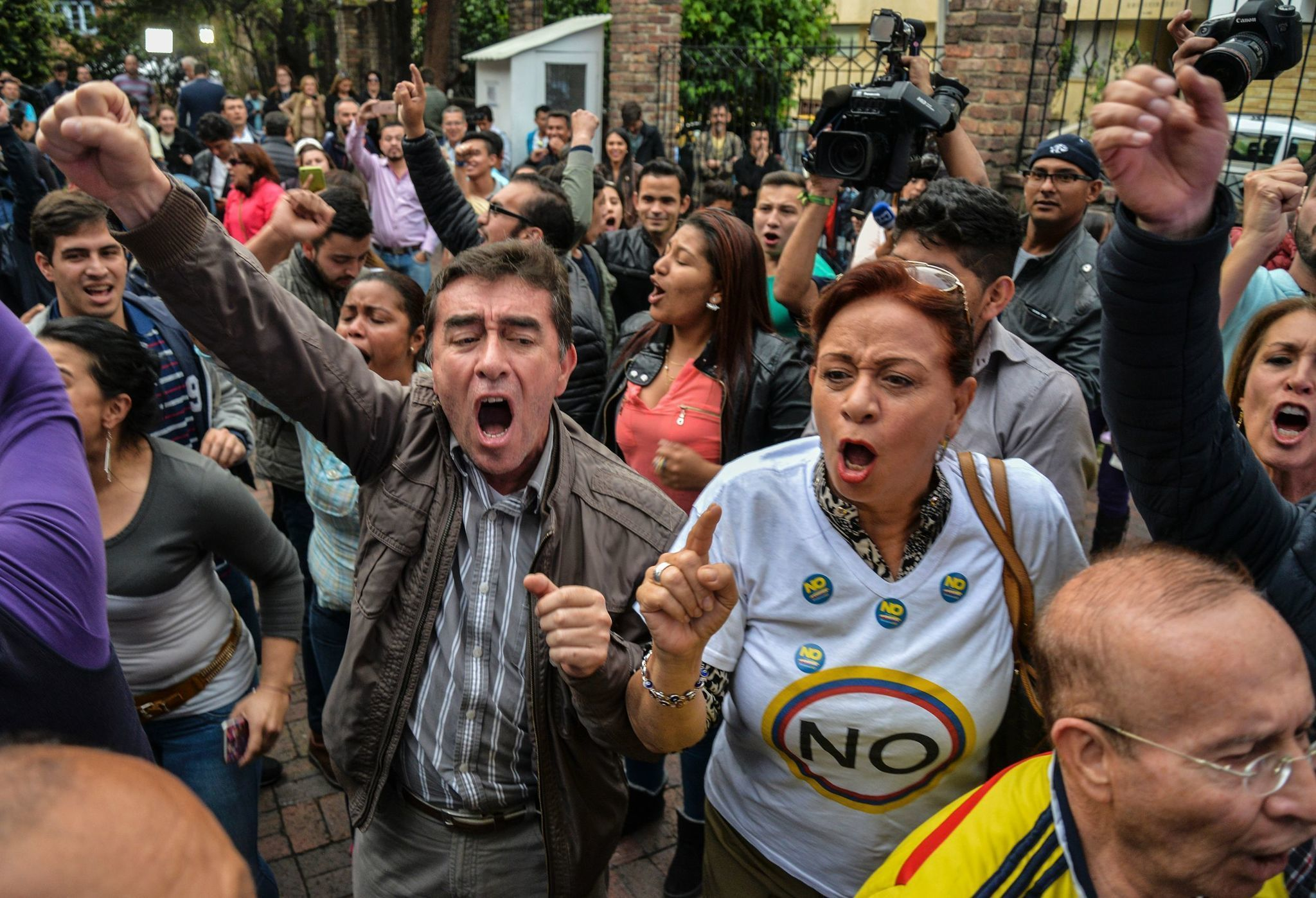 Colombian voters reject peace deal between the government and FARC rebels (LA Times)