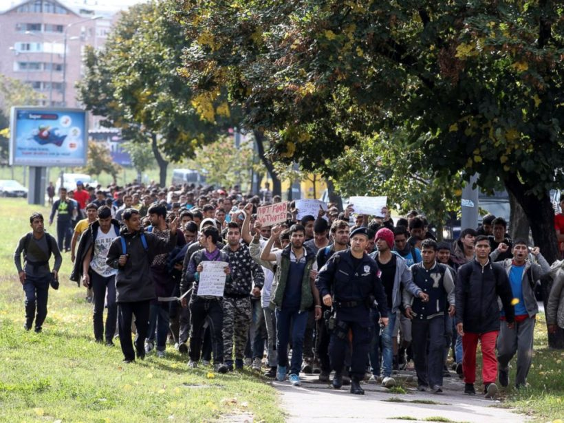 Several hundred refugees and migrants walk heading in the direction of the Hungarian border, in Belgrade, Serbia October 4, 2016.