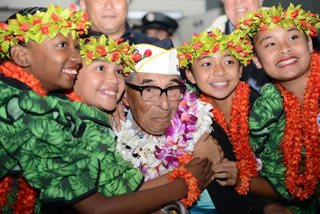 Ray Chavez, poses for a photo at the Honolulu International Airport, Dec. 3, 2016. More than 100 World War II veterans, including Pearl Harbor survivors, arrived to Honolulu to participate in the remembrance events throughout the week to honor the courage and sacrifices of those who served during Dec. 7, 1941, and throughout the Pacific Theater. Dec. 7, 2016, marks the 75th anniversary of the attacks on Pearl Harbor and Oahu. (Photo: Petty Officer 2nd Class Tara Mol / U.S. Pacific Command)