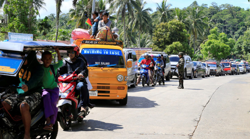 Thousands flee Philippine city after rampage by Islamic State