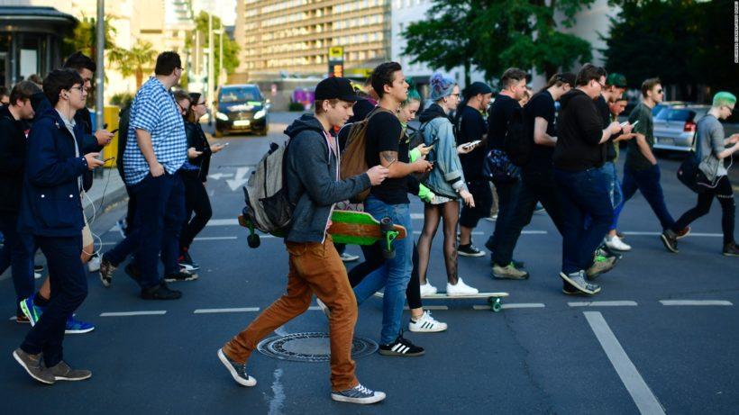 Chicago's proposal to fine pedestrians using cellphones in crosswalks