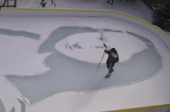 Man recreates 'Mona Lisa' in backyard snow