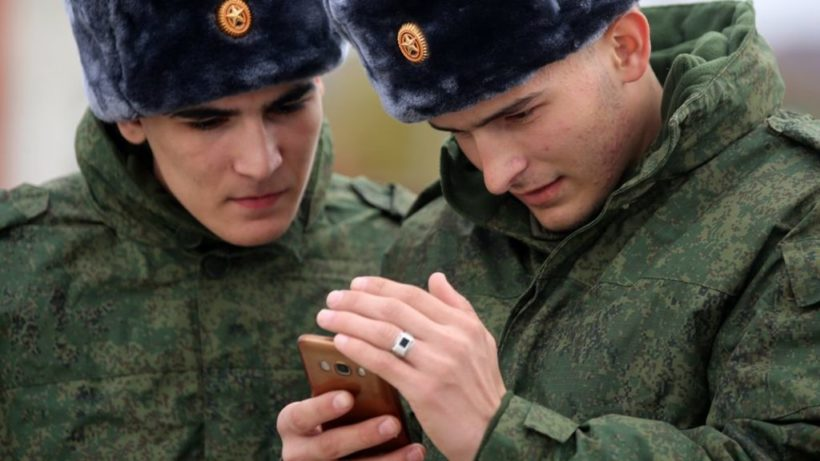 World #2 – Russia bans smartphones for soldiers