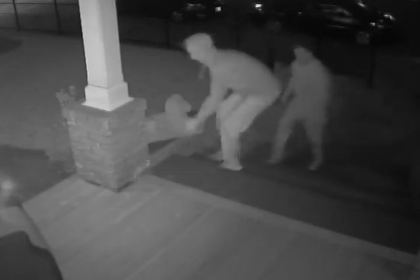 Thieves return statue, leave flowers and a card
