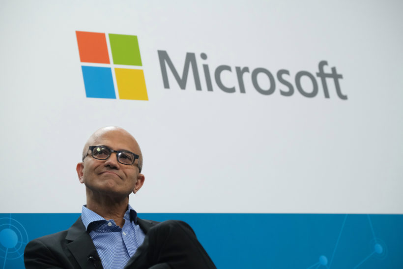 Microsoft beats out Amazon for $10 billion Pentagon contract