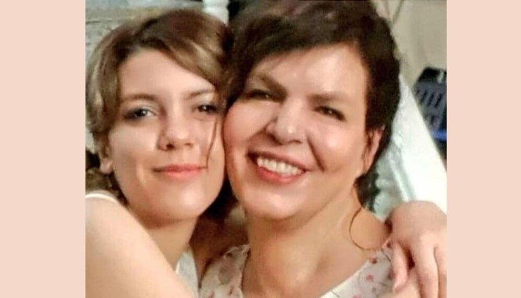 World #1 – Iranian mother and daughter jailed for not wearing headscarves