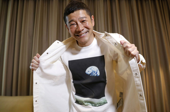 Japanese billionaire seeks 8 volunteers for SpaceX flight around the moon