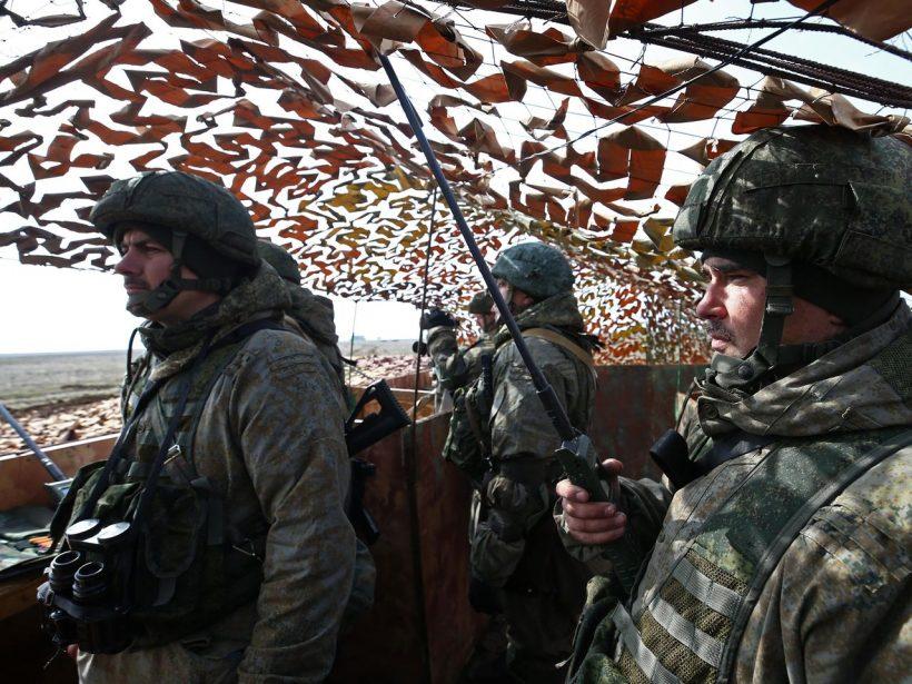 World #1 – Russia amasses 150,000 troops on Ukraine's borders; EU asks: please stop